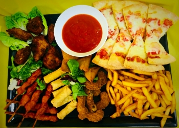 Deluxe Hot Savoury Platter (serves10-12)
